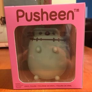 NIB Halloween Pusheen figurine